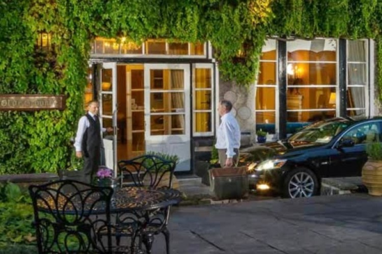 The 10 best hotels with parking in Ennis, Ireland | potteriespowertransmission.co.uk