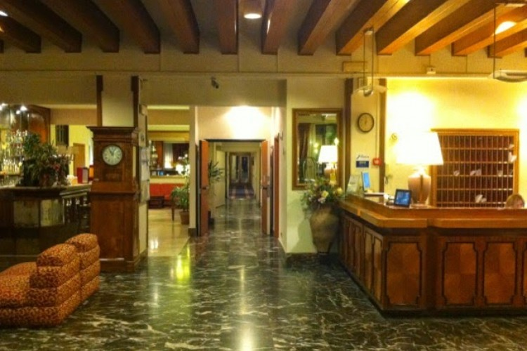 Discount [75% Off] Pinewood Rome Hotel Italy | Athens 4 ...